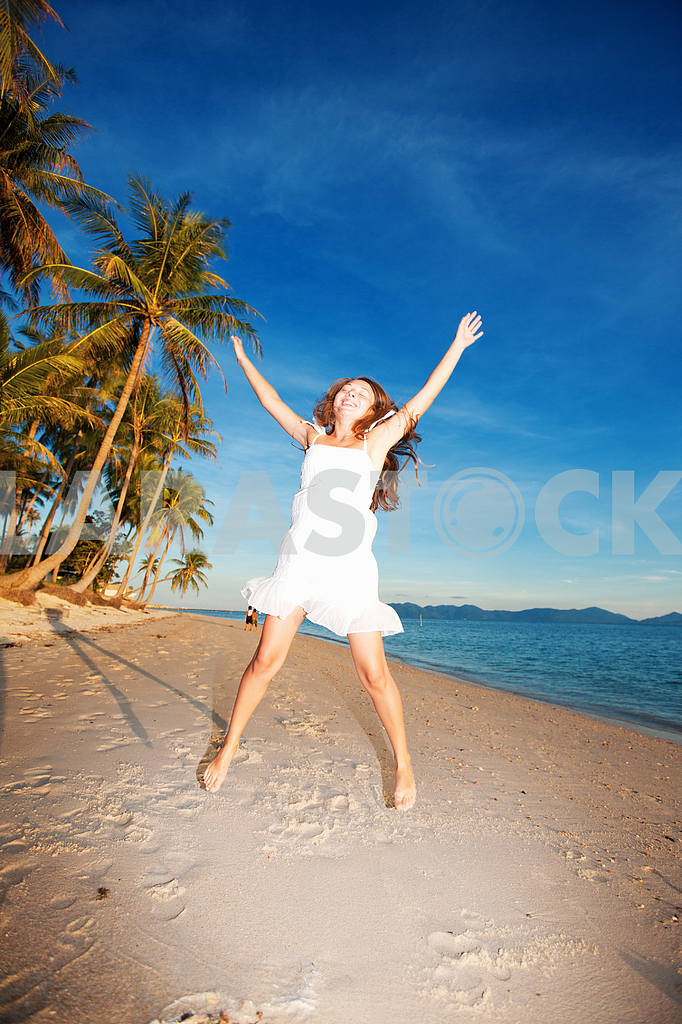 Happy young woman on beach — Image 4688