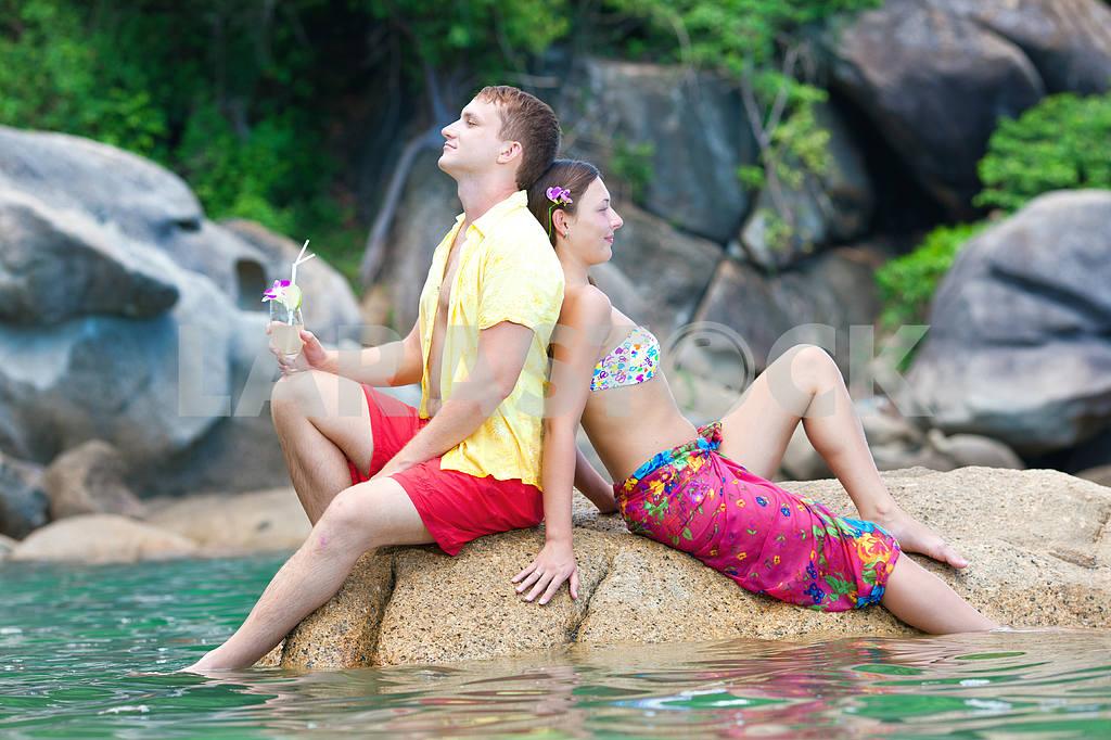 Loving couple on beach — Image 4722