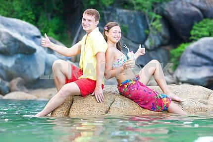 Влюбленная пара на пляже