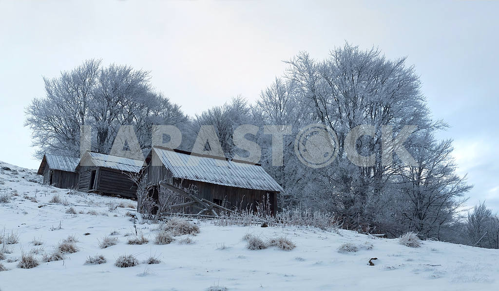 Small wooden houses in winter in the mountains. — Image 47920