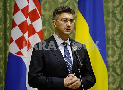 Андрей Пленкович выступает с речью