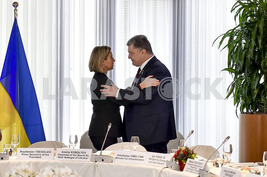 Federica Moherini and Petro Poroshenko — Image 48038