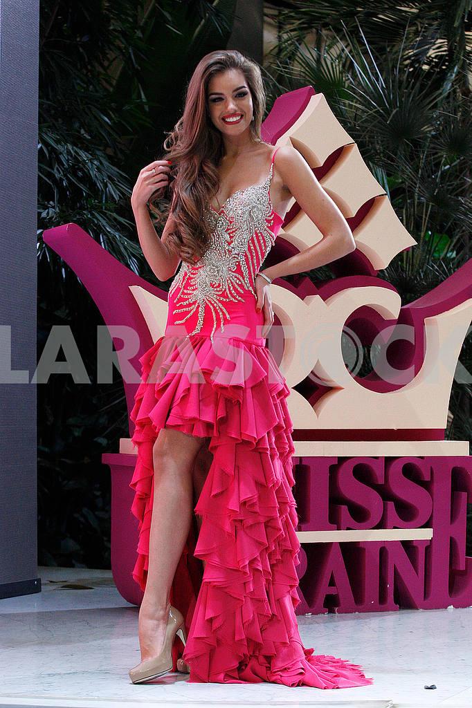 Alexandra Kucherenko in an evening dress in full growth — Image 48056