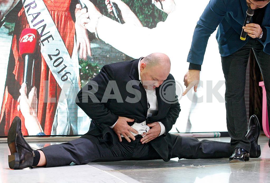 Vladimir Kozyuk in the splits — Image 48137