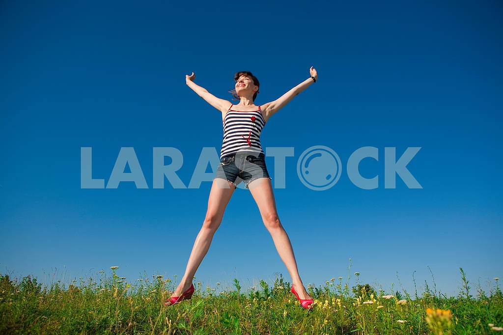 Happy young woman jumping in a field — Image 4814