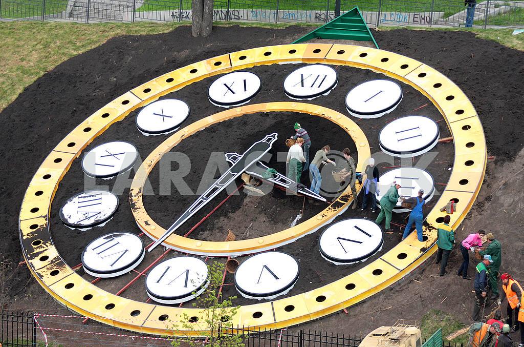 Flower Clock — Image 48140