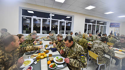 Petro Poroshenko in the canteen of the 142nd training center
