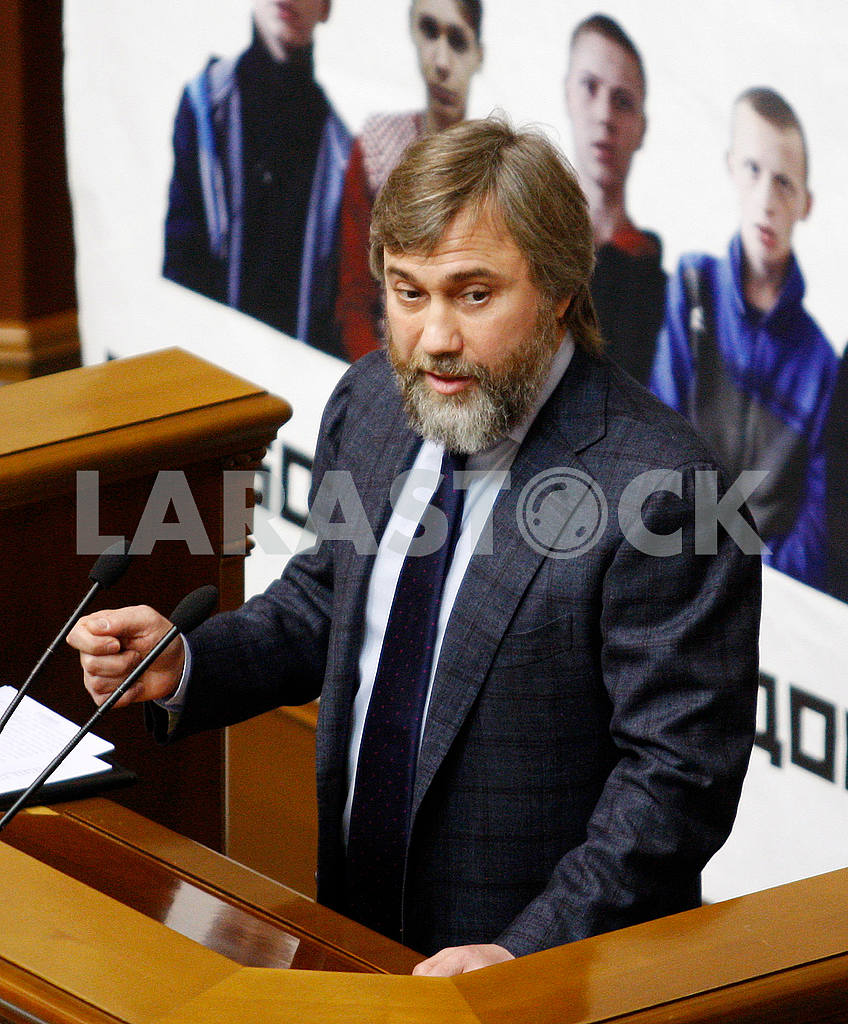Vadim Novinsky speaks at the podium — Image 48708