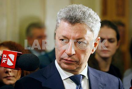 Юрий Бойко,взгляд в сторону