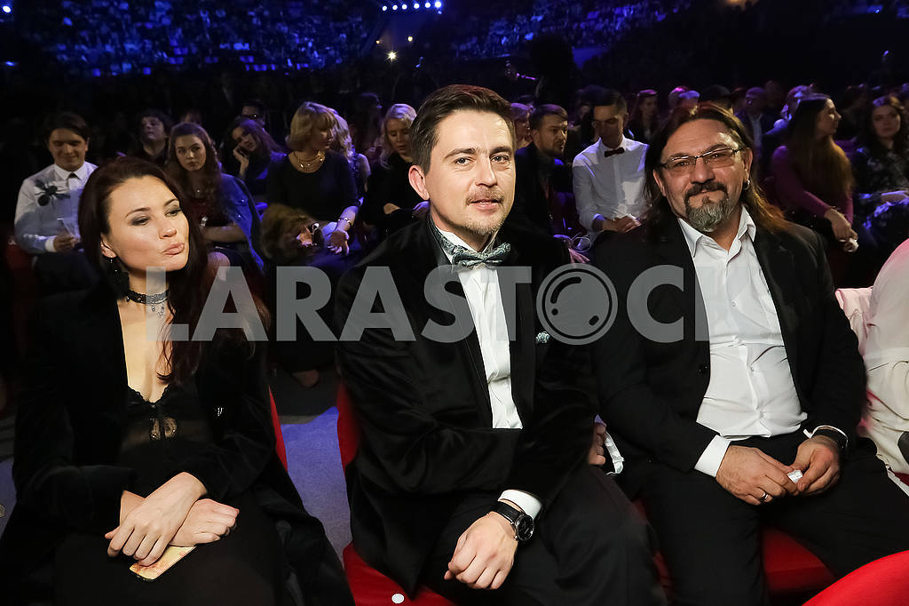 Pavel Shilko with his wife and Sergei Kuzin at the award ceremony of the M1 Awards 2016 — Image 48780