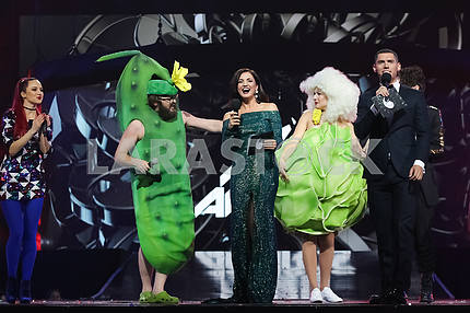 DZIDZIO, Olya Tsybulskaya, Nikita Dobrynin at the awarding ceremony of the M1 Awards 2016