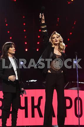 Natella Krapivina and LOBODA at the award ceremony of the M1 Awards 2016