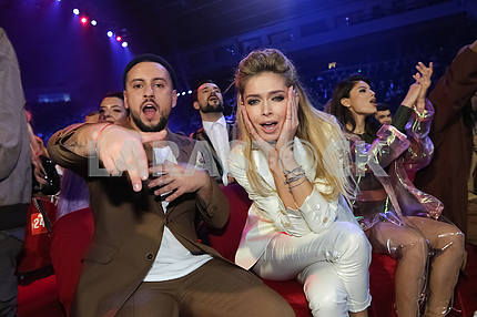 Monatik and Vera Brezhneva at the award ceremony of the M1 Awards 2016