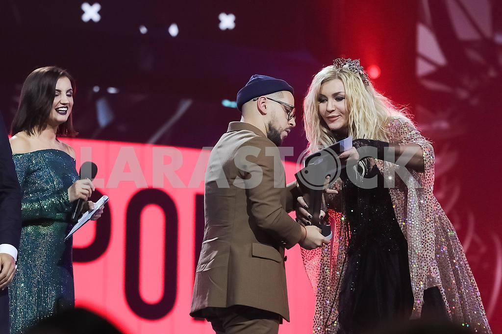Irina Bilyk and Monatik at the award ceremony of the M1 Awards 2016 — Image 48851