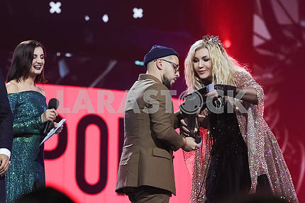 Irina Bilyk and Monatik at the award ceremony of the M1 Awards 2016