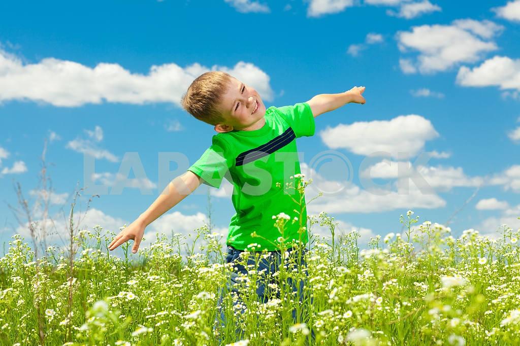 Happy boy enjoy on the meadow — Image 4887