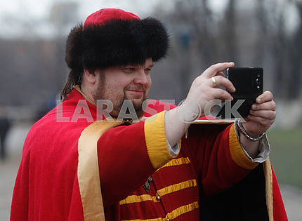 Participant in the reconstruction of the Battle for Kiev 1240 makes selfy