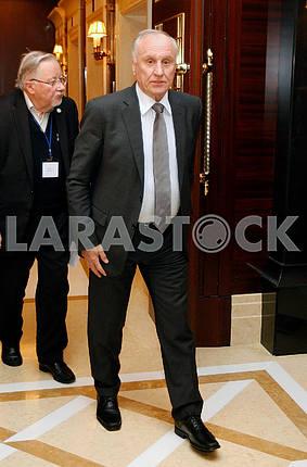 Геннадий Бурбулис,в рост
