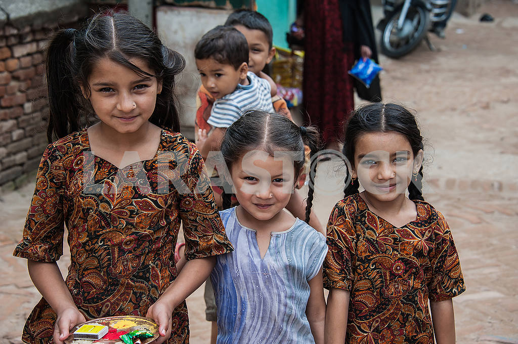 Neighbors Three girls from the outskirts of the street — Image 49478