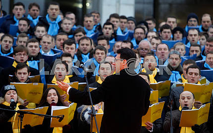 Choir and conductor Alexander Khreschuk