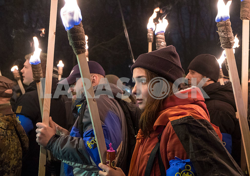 Girl holds the torch — Image 49698