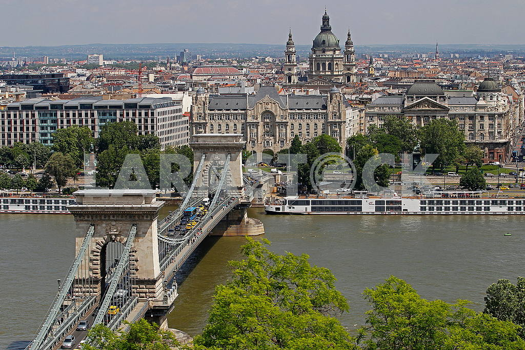 Chain Bridge in Budapest — Image 49787