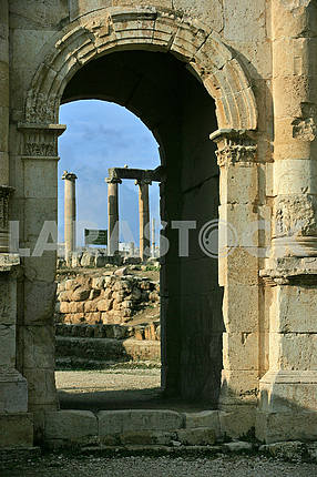 Arch on the ruins of the ancient city of Jarash