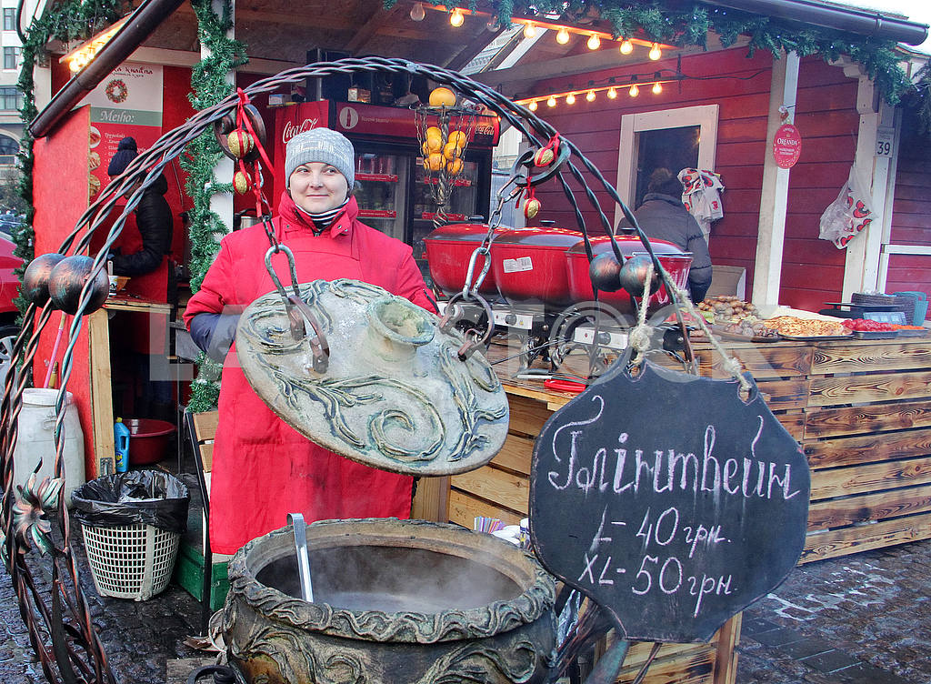 The seller of mulled wine on the Sophia Square — Image 49993