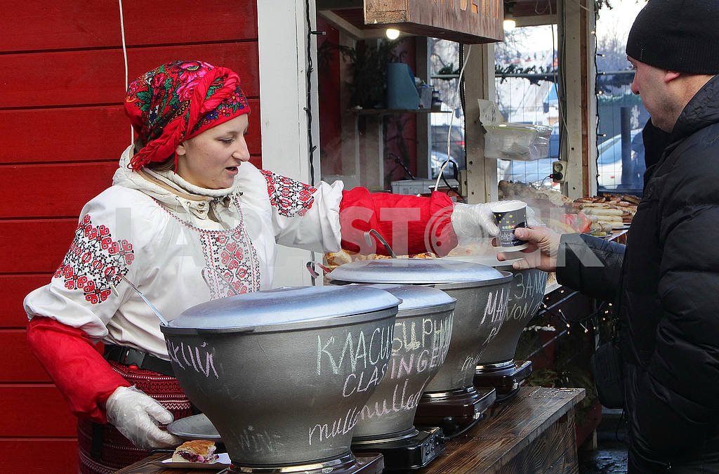 The seller of mulled wine on the Sophia Square — Image 49997