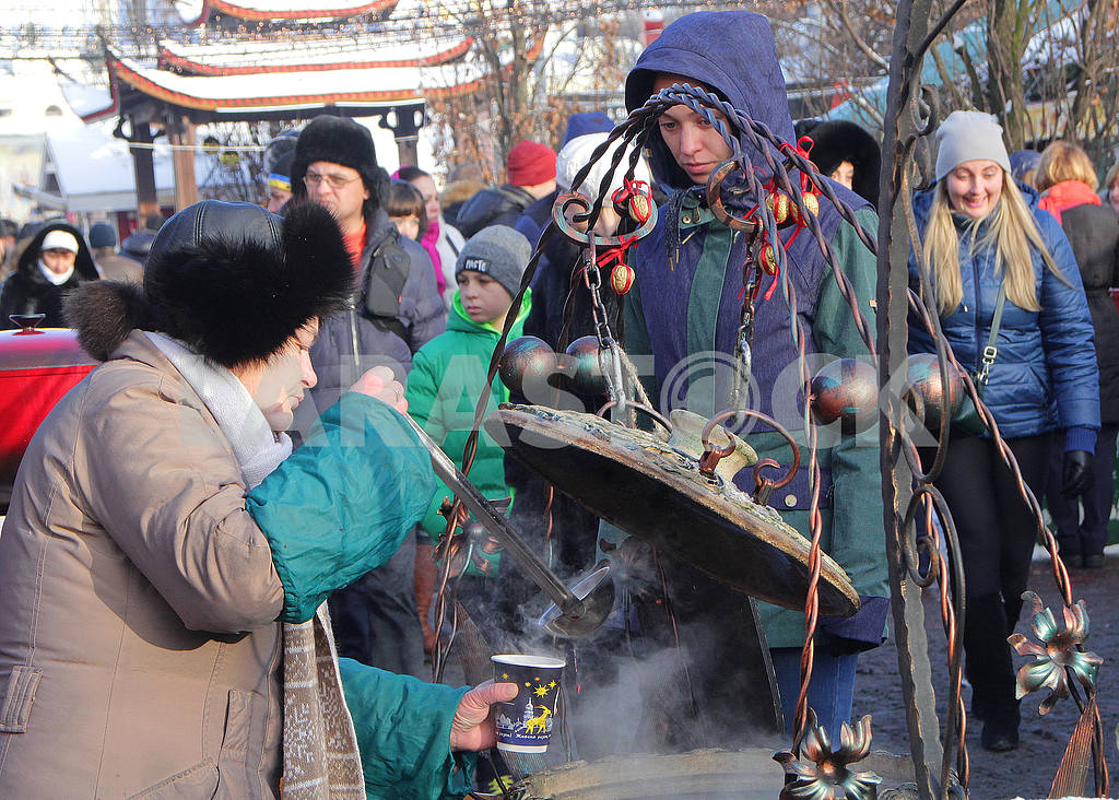 The seller of mulled wine on the Sophia Square — Image 49998