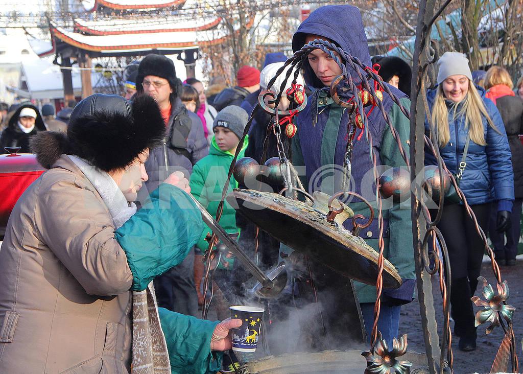 Продавец глинтвейна на Софийской площади — Изображение 49998