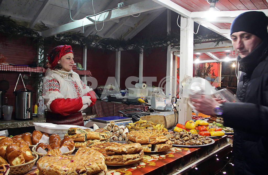The seller of treats on Mikhailovskaya Square — Image 50002