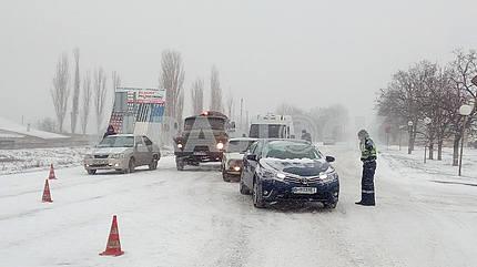 Машины на заснеженной улице Николаева