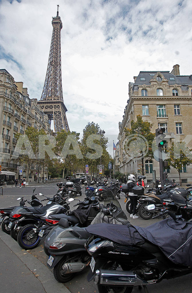 Scooters in the center of Paris — Image 50110