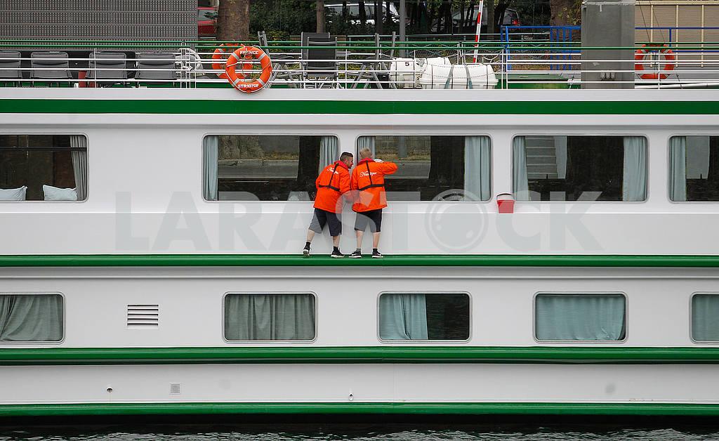 Window washers on the ship — Image 50147