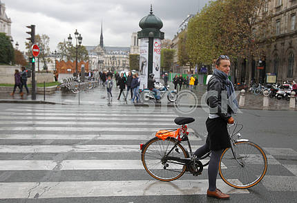 Cyclist at the pedestrian crossing in Paris street