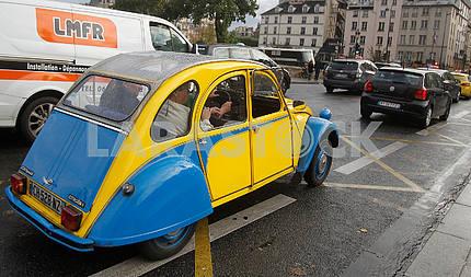 Citroen on the Parisian street