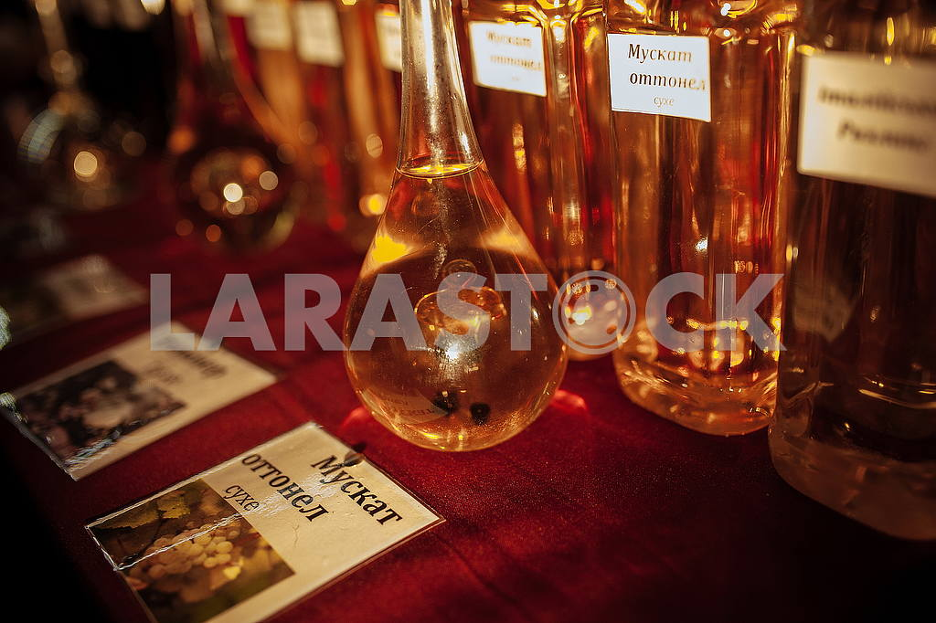 Flask with wine — Image 50248