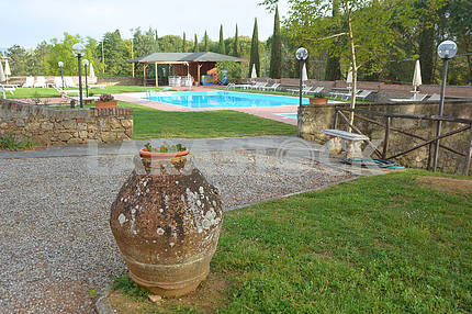 Amphora and swimming pool in a villa in Sienna