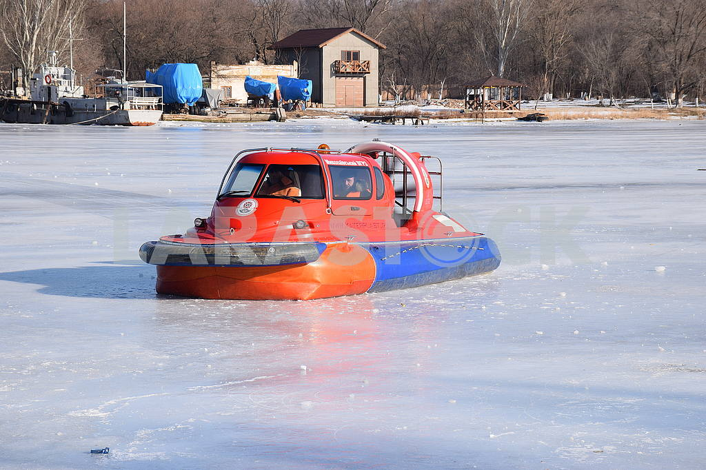 Rescuers of SSES are on duty on the river Ingul — Image 50461