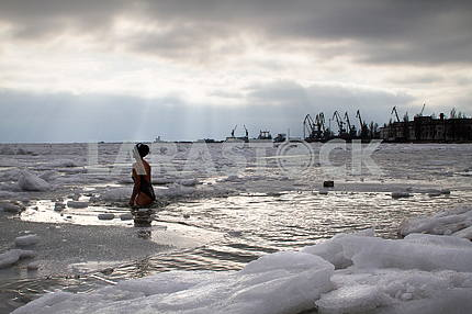 The girl is immersed in the day of Epiphany