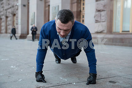 Vitali Klitschko succumbed 22 times in support of military ATO