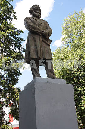 A monument to Karl Marx in Glukhov