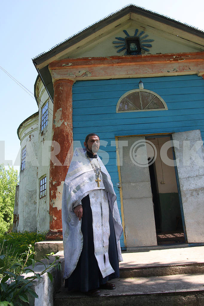Priest on the porch of the church — Image 50847