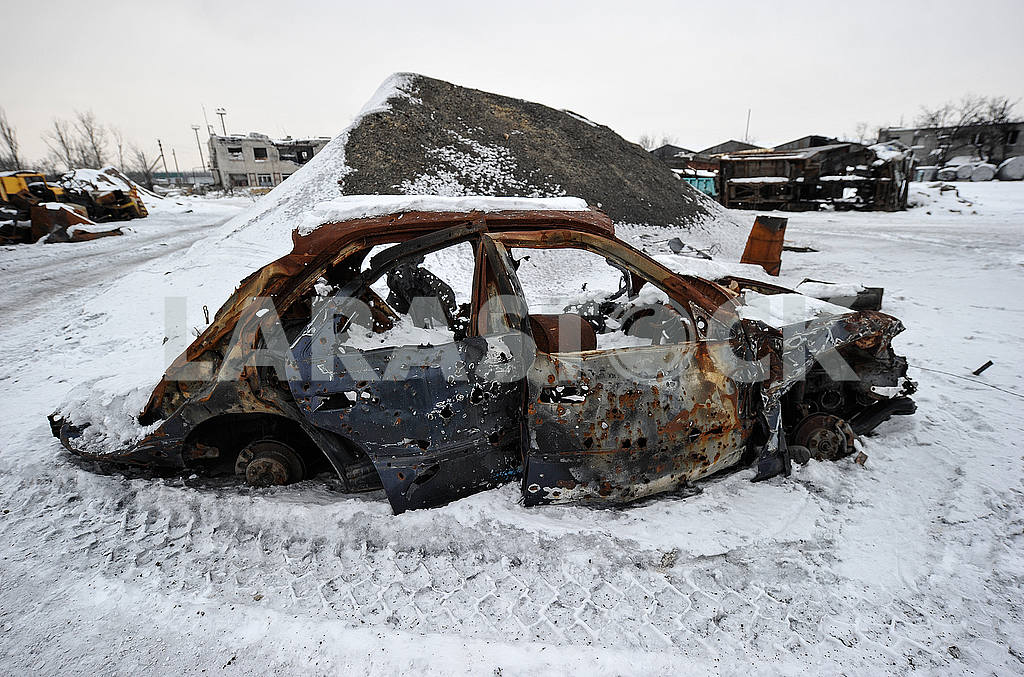 Exploded car in Avdeevka — Image 51107