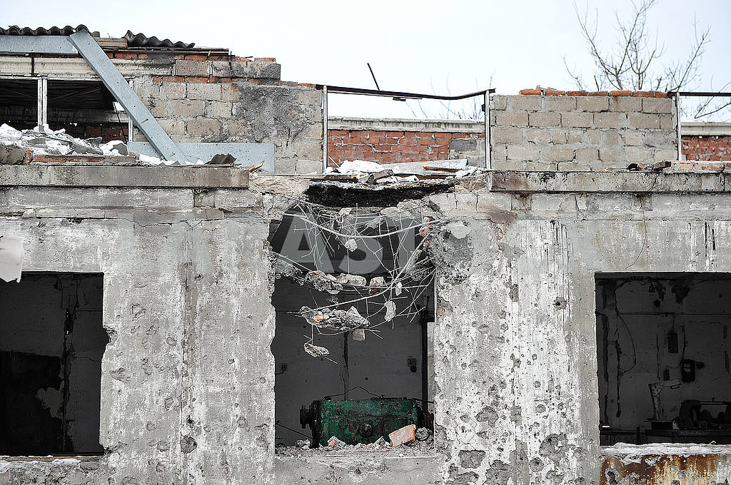 Ruined building in Avdeevka — Image 51110