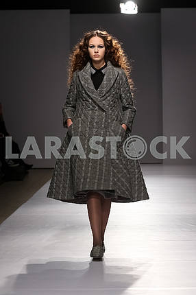 Display by V by Gres, model in gray coat