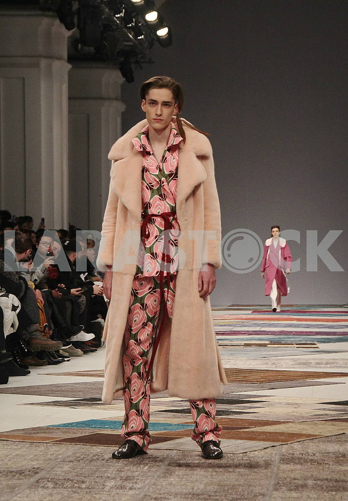 Model in a beige coat — Image 51249