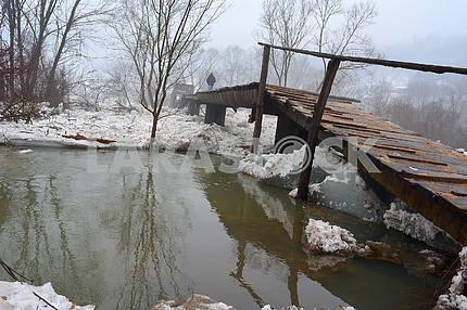 Снесенный мост в Закарпатье