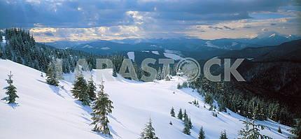 Склон горы под снегом